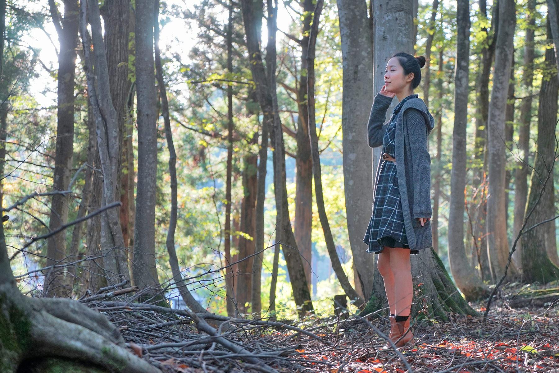 秋-4 美人林の女性
