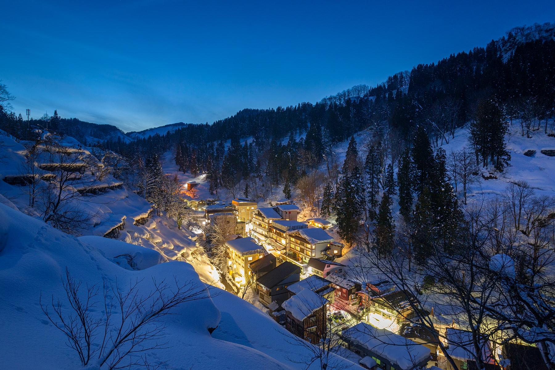 冬-1ー雪の温泉街